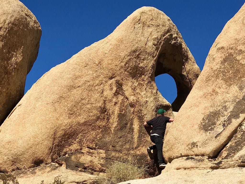 joshua-tree-national-park-climbing-hiking-camping-adventure-tour-bullseye-rock-2
